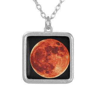 赤い満月 シルバープレートネックレス