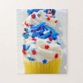 赤い白くおよび青のカップケーキのジグソーパズル ジグソーパズル