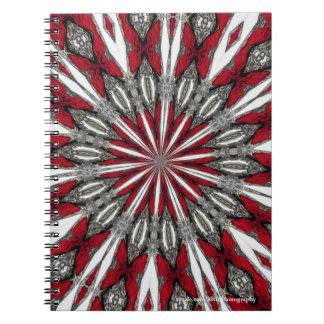 赤い矢の円形浮彫りの螺線形の写真のノート ノートブック