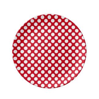 赤い磁器皿の白い水玉模様 磁器プレート
