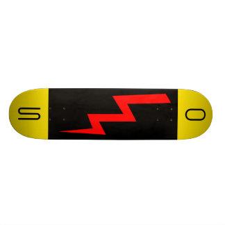 赤い稲妻のスケートボード スケートボード