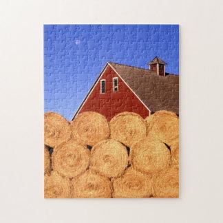 赤い納屋の干し草は農場を転がります ジグソーパズル