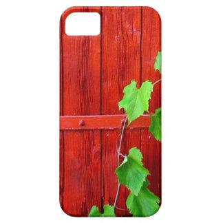 赤い納屋の緑のつる植物 iPhone SE/5/5s ケース