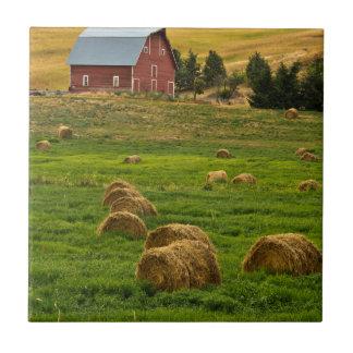 赤い納屋、干し草ベール、AlbionのPalouse区域2 タイル