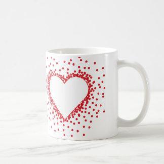 赤い紙吹雪のハートのマグ コーヒーマグカップ