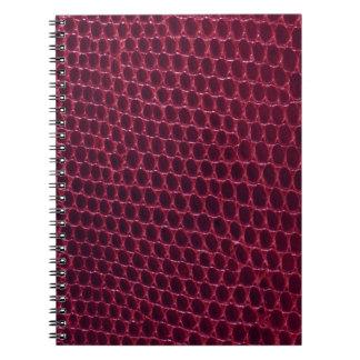 赤い紫色のバーガンディのあずき色のスネークスキンの革 ノートブック