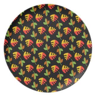 赤い緑および黄色の葉パターン プレート
