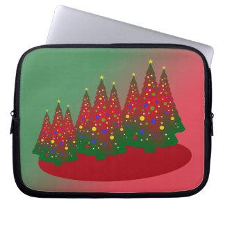 赤い緑のメリークリスマスの木 ラップトップスリーブ