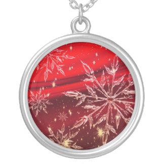 赤い背景の雪 シルバープレートネックレス