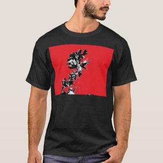 赤い背景の黒の葉 Tシャツ