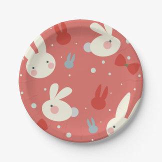 赤い背景パターンのかわいいイースターのウサギ ペーパープレート