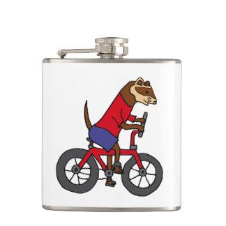 赤い自転車に乗っているおもしろいなフェレット フラスク