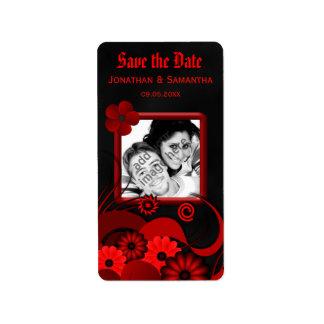 赤い花の黒板の保存日付のワインのラベル 宛名ラベル