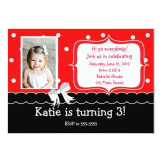 赤い誕生日のパーティの招待状 カード