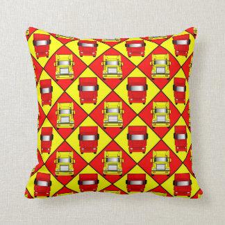 赤い貨物自動車の黄色の貨物自動車のクッション クッション