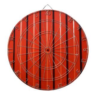 赤い金属の波形の薄板金 ダーツボード