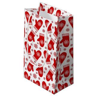 赤い雪片のミトンのクリスマス スモールペーパーバッグ
