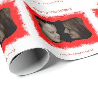 赤い雪片の家族写真の名前入りなギフト用包装紙 ラッピングペーパー