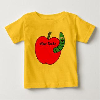 赤い青リンゴ色のみみず ベビーTシャツ