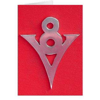 赤い革の錯覚のクロムV8の紋章 グリーティングカード