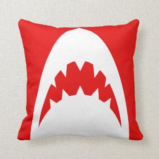 赤い鮫の枕シリーズ。 他は利用できる着色します クッション