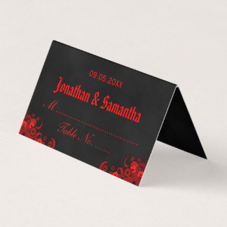 赤い黒板のゴシックのハイビスカスの花柄によって折られるテーブル プレイスカード