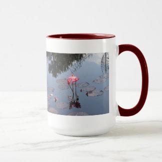 赤い《植物》スイレンのマグ マグカップ