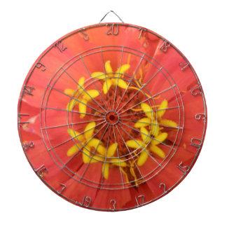 赤い《植物》百日草のマクロ投げ矢板 ダーツボード