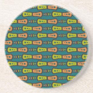 、赤い、黒い黄色い、ティール(緑がかった色)で種族: 円形のコースター コースター