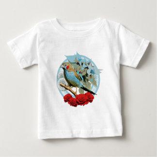 赤いCheekedの非常線ブルーのフィンチ ベビーTシャツ