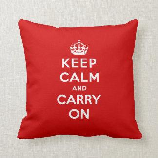 赤いKeep Calm and Carry Onの枕 クッション