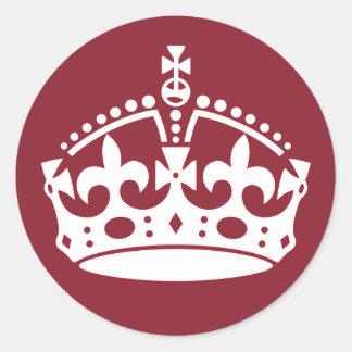 赤いKeep Calm and Carry Onの王冠のステッカー ラウンドシール