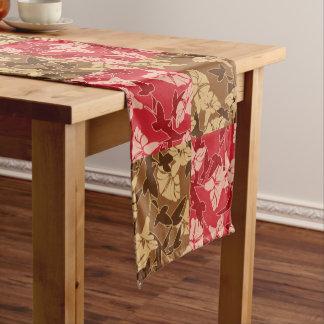 赤およびブラウンの紅葉の秋の花柄パターン ショートテーブルランナー