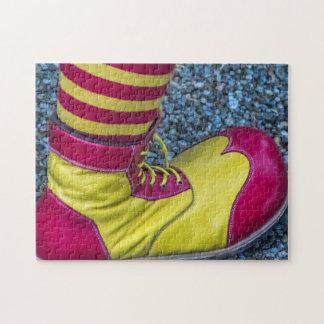 赤および黄色のピエロの靴の写真のパズル ジグソーパズル
