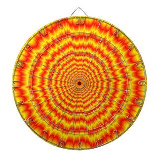 赤および黄色の大きい強打 ダーツボード