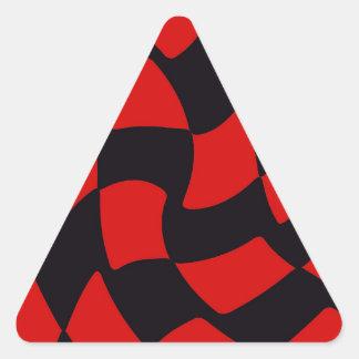 赤および黒のゆがみのチェッカーボード 三角形シール