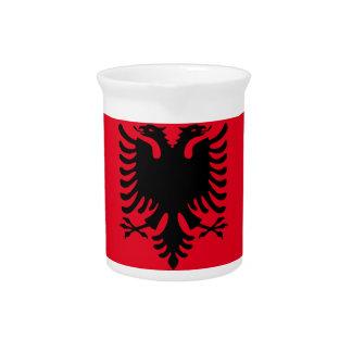赤くおよび黒いアルバニア語 ピッチャー