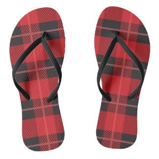 赤くおよび黒い格子縞のビーチサンダル ビーチサンダル