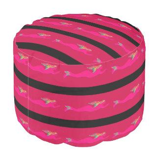 赤くか黒いピンクの水中人魚 プーフ
