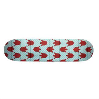 赤くより大きいチューリップパターン スケートボード