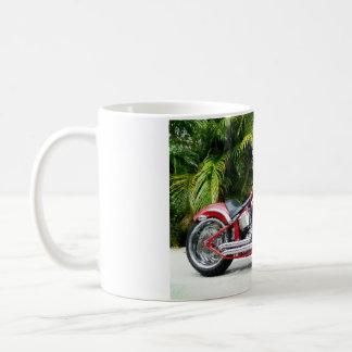 赤くカスタムなSofttailのチョッパーのマグ コーヒーマグカップ