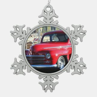 赤くクラシックな車 スノーフレークピューターオーナメント