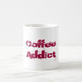 赤くグランジなフォントのコーヒー常習者 コーヒーマグカップ