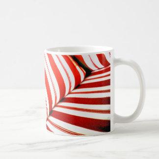 赤くストライプのなクッション コーヒーマグカップ