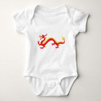 赤く中国のなドラゴン ベビーボディスーツ