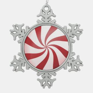 赤く及び白いはっか菓子の雪片のオーナメント スノーフレークピューターオーナメント