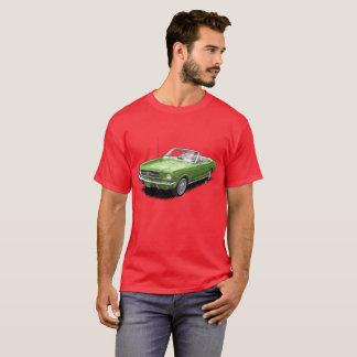 赤く変換可能な小型スポーツカーのTシャツの緑 Tシャツ