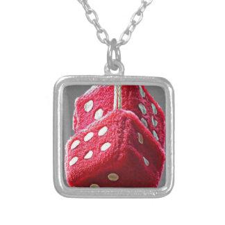 赤く曖昧なサイコロ シルバープレートネックレス
