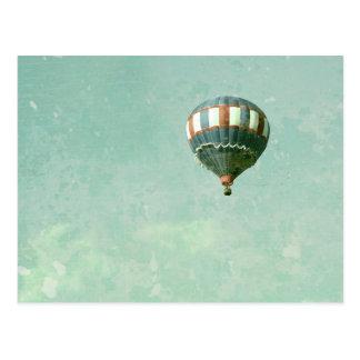 赤く白くおよび青の熱気の気球 ポストカード