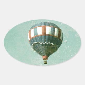 赤く白くおよび青の熱気の気球 楕円形シール